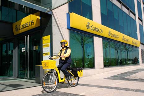 Las ventas online saturan correos ruta42 for Oficina de correos barcelona