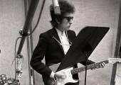 Bob Dylan recibe el Nobel de Literatura, pero no consiguen localizarle