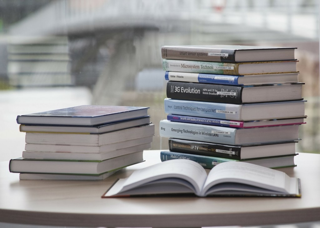 book-168824_1920 (1)